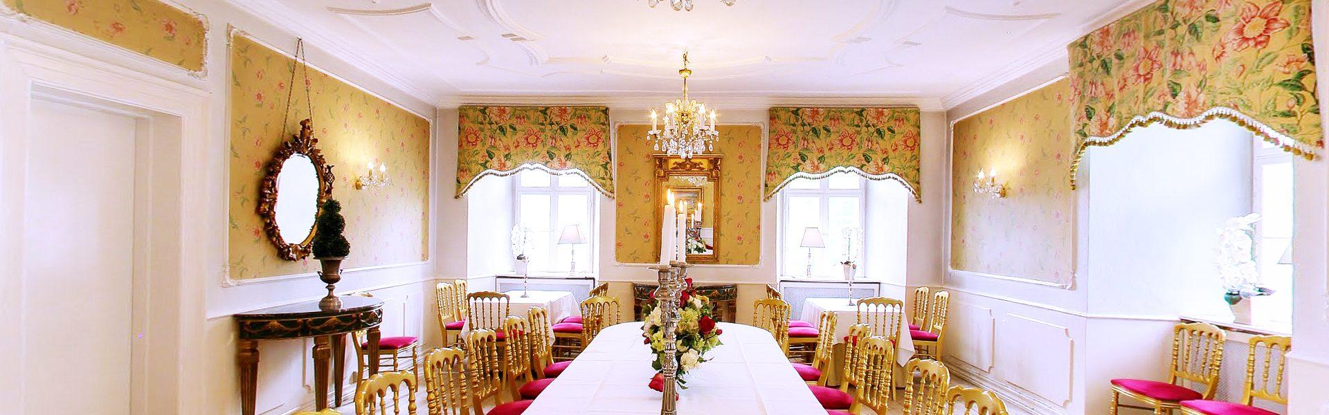 Yellow dinning room 4
